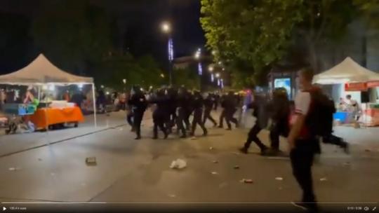 La fête de la musique place de la République à Paris (CRS et lacrymos)